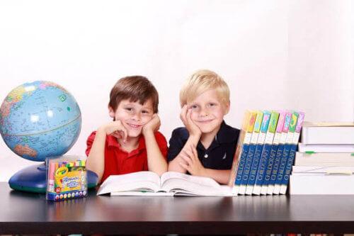 幼児教育まとめ!こどもちゃれんじ・ベビーくもん・ディズニー英語システム・ワールドワイドキッズ・英会話教室・知育おもちゃ