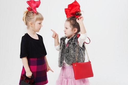 1歳・2歳児の友達トラブル解決法!おもちゃを取る、叩くの対処はどうすればいい?